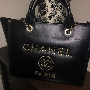 Channel Shoulder Bag